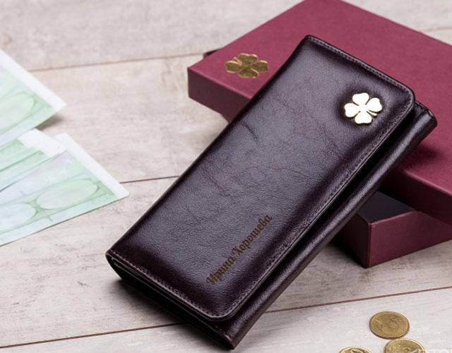 Женский кошелек с гравировкой
