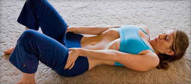 упражнение вакуум лежа